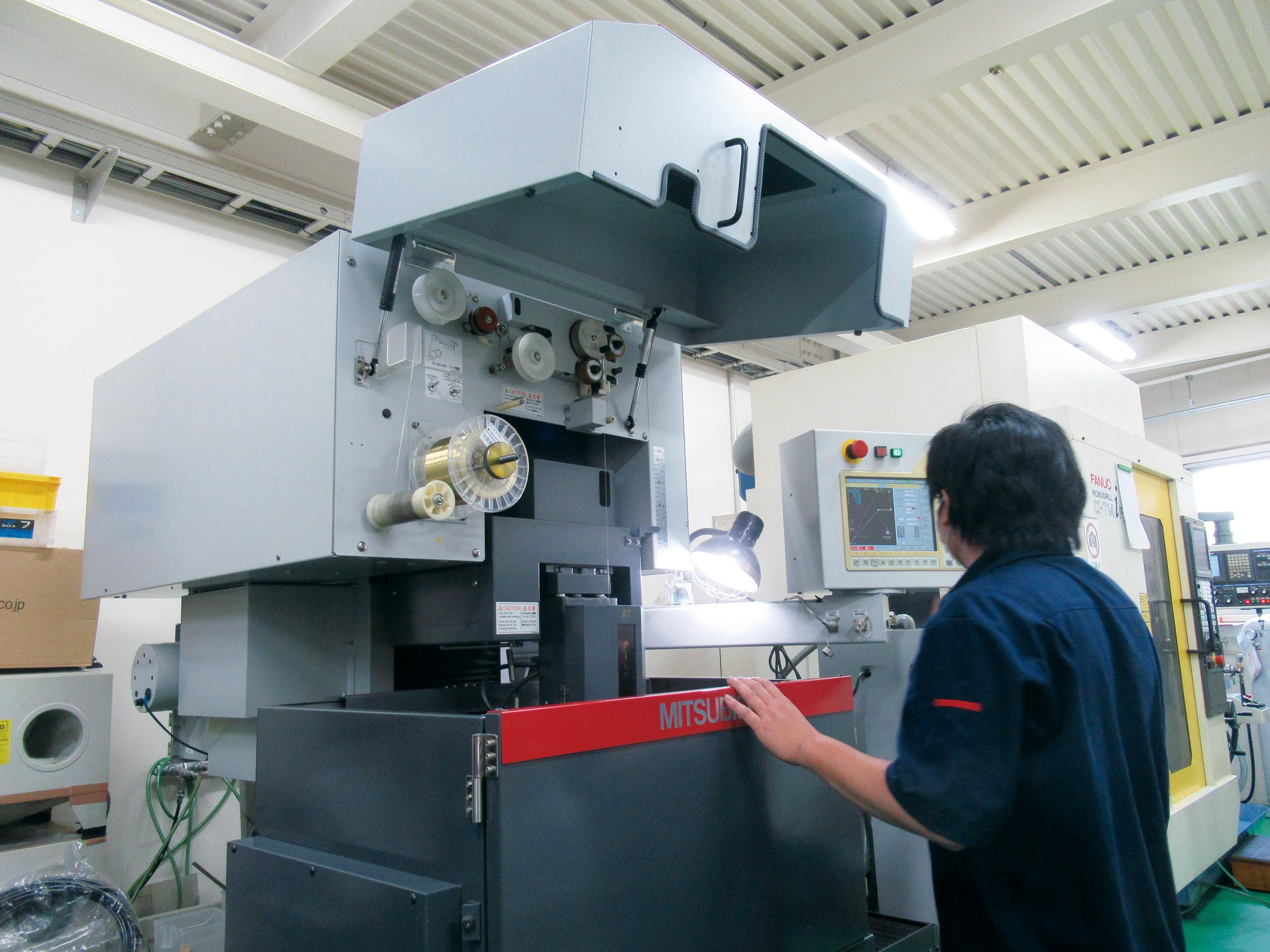 テクノグローバル_【サブ2】金型製造のための放電加工機.jpg
